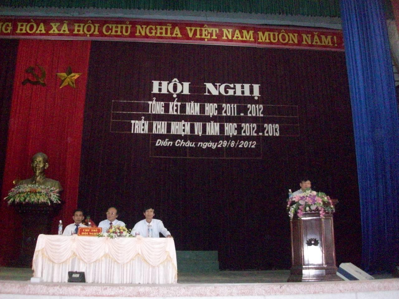 Đ/c Thái Huy Vinh - Phó Giám đốc Sở GD&ĐT Nghệ An phát biểu tại Hội nghị