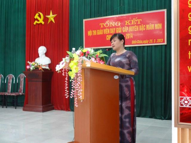 Bà Nguyễn Thị Hương – Phó trưởng phòng GD&ĐT đánh giá, rút kinh nghiệm trong tổ chức Hội thi