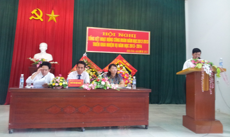 Ông Trần Văn Kỷ- UVBCH TLĐLĐ Việt Nam phát biểu tại Hội nghị.