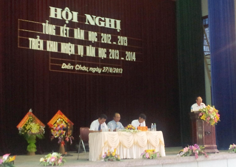 Ông Lê Văn Cầm - UVBCH Đảng bộ tỉnh, Bí thư huyện ủy Diễn Châu phát biểu tại Hội nghị.